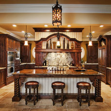 Traditional Kitchen by Madison County Cabinets, Inc.