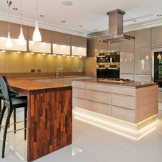Contemporary Kitchen by THE HOME CLUB