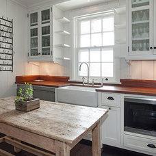 Beach Style Kitchen by John Hummel & Associates Custom Builders