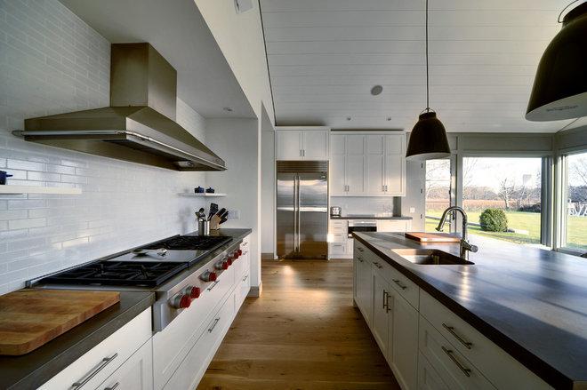 Farmhouse Kitchen by JM Lifestyles
