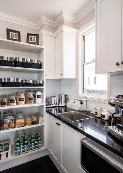 Nyklassisk Køkken by A & T Cabinet Makers