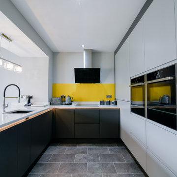 Handle-less English kitchen in graphite & silver grey with quartz worktops