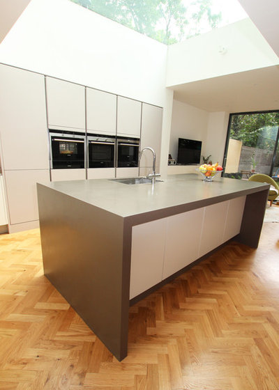 Are Those Sleek Handleless Kitchen Cabinets for You?
