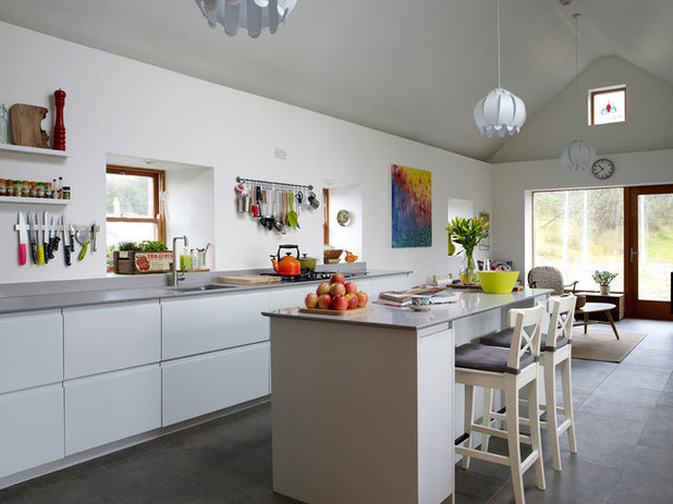 Contemporary Kitchen by Newhaven Kitchens & Bedrooms Ltd