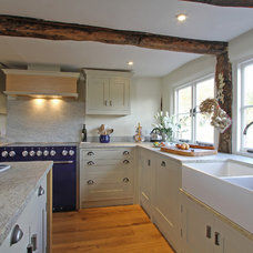 Farmhouse Kitchen by Beau-Port Kitchens