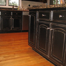 Traditional Kitchen by DISTINCTIVE APPLICATIONS Kimberly Wohlfarth,Artist