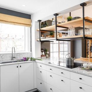 На фото: маленькая кухня в стиле лофт с плоскими фасадами, белыми фасадами, гранитной столешницей, белым фартуком, техникой из нержавеющей стали и островом