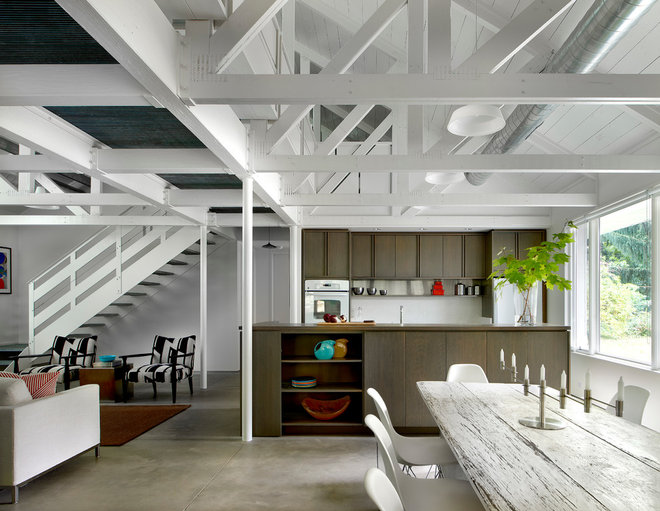 Industrial Kitchen by Searl Lamaster Howe Architects