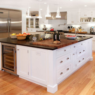 Inspiration for a timeless kitchen remodel in New York with stainless steel appliances