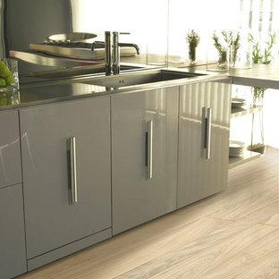 Modern kitchen ideas - Kitchen - modern kitchen idea in Miami