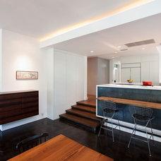 Modern Kitchen by Risinger Homes