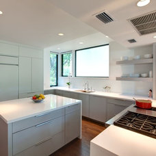 Modern Kitchen by Risinger Homes