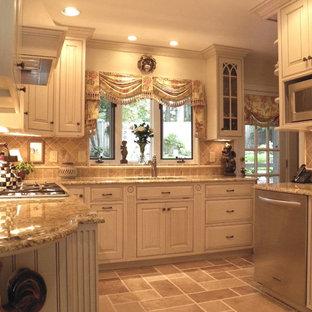 Traditional kitchen inspiration - Elegant kitchen photo in DC Metro