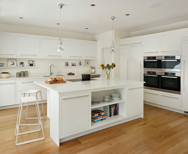 Contemporary Kitchen by Harvey Jones Kitchens