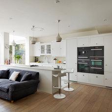 Contemporary Kitchen by Harvey Jones Kitchens