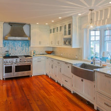 Beach Style Kitchen by Augustus Construction
