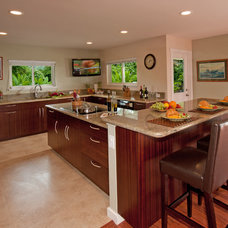 Tropical Kitchen by MOKULUA High Performance Builder