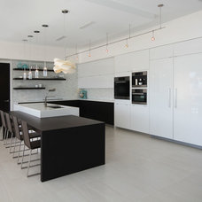 Contemporary Kitchen by Steve Gates Architect
