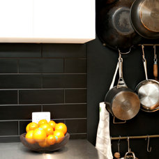 Contemporary Kitchen by Hanson Building