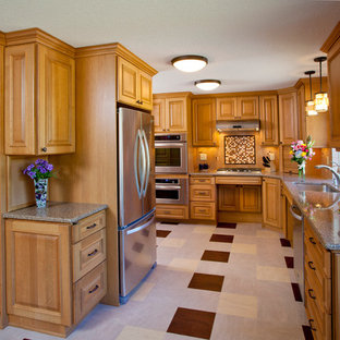 Contemporary kitchen pictures - Inspiration for a contemporary kitchen remodel in Portland
