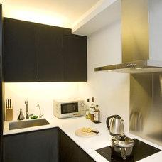 Modern Kitchen by Clifton Leung Design Workshop - CLDW.com.hk