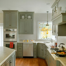 Traditional Kitchen by Quality Custom Cabinetry, Inc