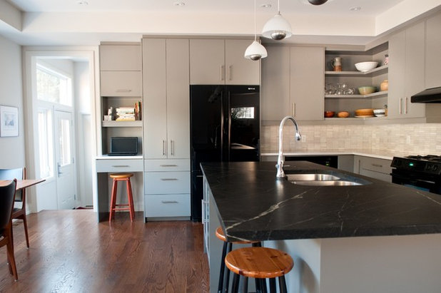 Modern Kitchen by CabinetWorks Plus