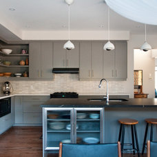 contemporary kitchen by Rebecca Melo
