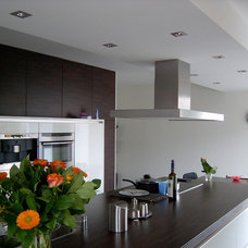 Modern Kitchen by Pennings Interieur Architecten