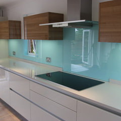 contemporary kitchen by Jones Britain Kitchens