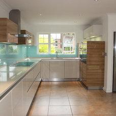 Contemporary Kitchen by Jones Britain Kitchens