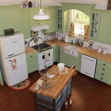 Farmhouse Kitchen by Republic Custom Homes, Chris Walls