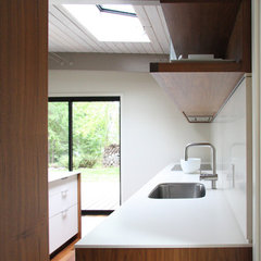 modern kitchen by Henrybuilt