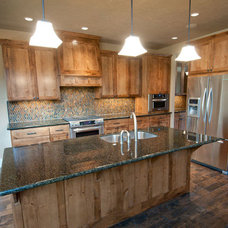 Kitchen by dC Fine Homes & Interiors