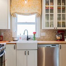 Farmhouse Kitchen by Elizabeth Home Decor & Design, Inc.