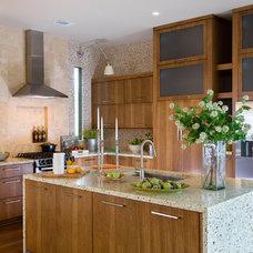 Modern Kitchen by Insidesign