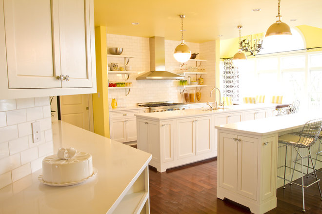 Traditional Kitchen by alisha gwen interior design