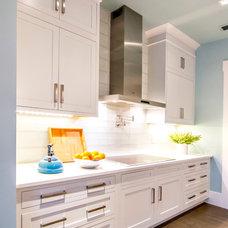 Tropical Kitchen by Glenn Layton Homes