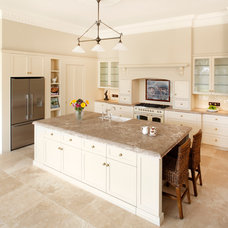 Traditional Kitchen by Attard's Kitchens & Cabinetry Pty Ltd