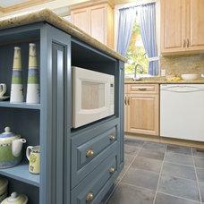 Traditional Kitchen by Laurysen Kitchens Ltd.