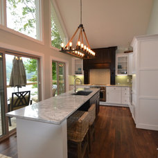 Beach Style Kitchen by Kristi Youles