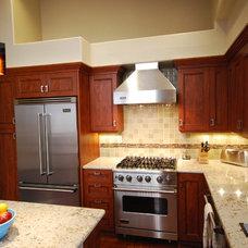 Modern Kitchen by Kitchen Mart