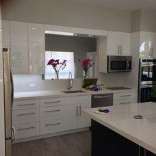 Modern Kitchen by Morantz Custom Cabinetry Inc