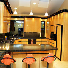 Modern Kitchen by Classic Inc.
