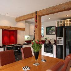 Modern Kitchen by Beau-Port Kitchens