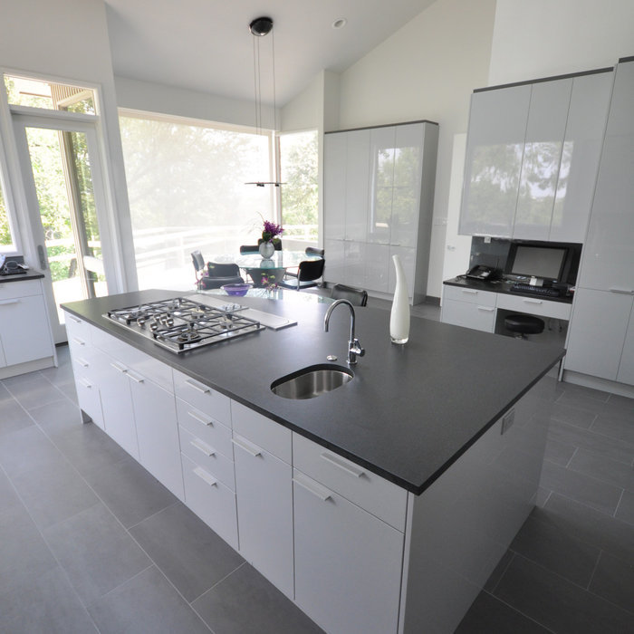 Contemporary High Gloss Acrylic Kitchen