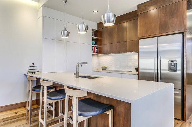 Midcentury Kitchen by Lighthouse Studios Residential Design