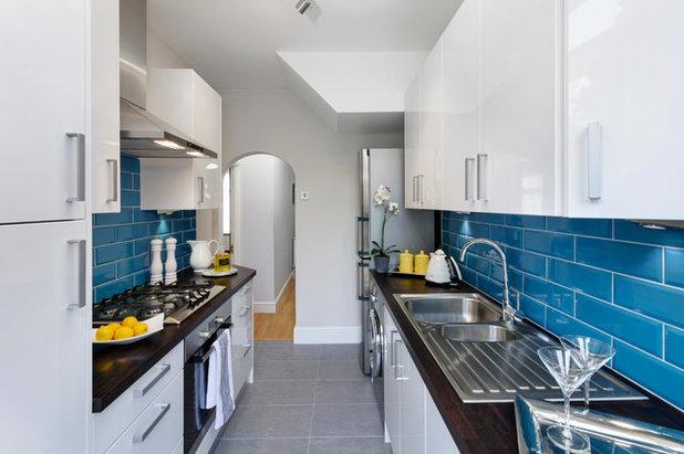Modern Kitchen by A Martens Kitchens & Bathrooms