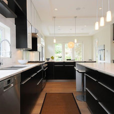 Modern Kitchen by Kore Residential