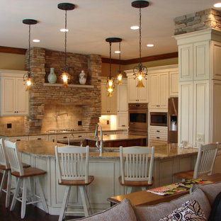 Mid Sized Traditional Open Concept Kitchen Remodeling   Inspiration For A  Mid Sized Timeless